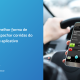 Motorista segurando um celular com um aplicativo de transporte aberto. À esquerda está escrito: a melhor forma de despachar corridas do seu aplicativo