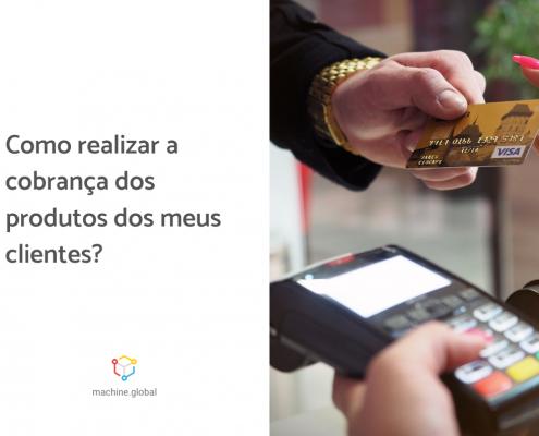 Mão segurando uma maquininha de cartão de crédito enquanto outra se aproxima com o cartão. Ao lado está escrito: como cobrar pelos produtos dos meus clientes?