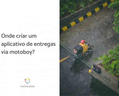Ao fundo, motoboy realiza uma entrega em um dia chuvoso, ao lado está escrito: como criar um aplicativo de entregas via motoboy?