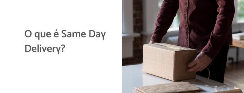 Na imagem, um homem segura uma caixa, ela está em cima de uma mesa. Ao lado está escrito: o que é same day delivery?