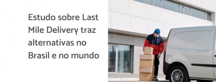 Na imagem, um entregador coloca uma série de caixas no porta mala de um veículo. Ao lado está escrito: estudo sobre last mile delivery traz alternativas no Brasil e no mundo