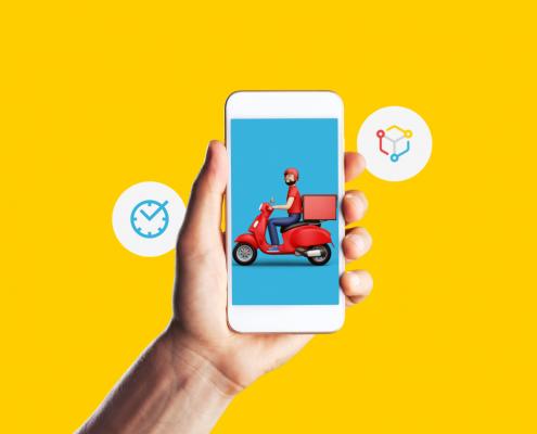 Tela em amarelo. Uma mão segura um celular, nele há a imagem de um motoboy.